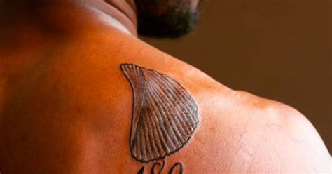 chip on your shoulder tattoo cowboys cb anthony brown gets tattoo of actual chip on