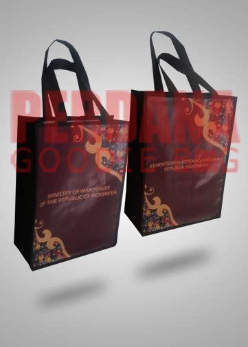 Goodie Bag Spunbond Batik goodiebag sablon batik kemenker bahan flexi korea tas