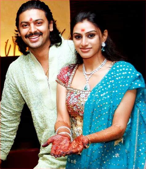 roja serial heroine family photos tamil actor actress photoshoot stills unseen family photos