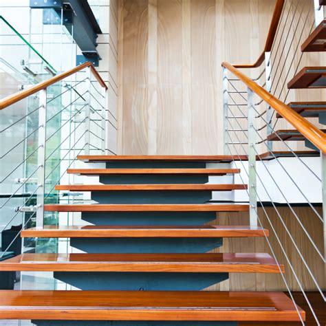glasgeländer treppe treppe design lackieren