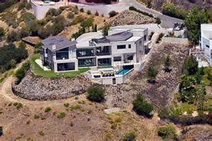 nicki minaj s home is 6 800 sq with 6 bedrooms and 7