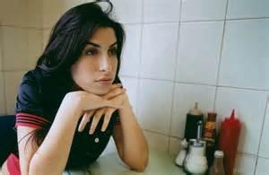 Vanity Bench Set Amy Winehouse No Makeup Mugeek Vidalondon