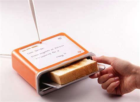 Toast Messenger Makes Its by Gadget World Toast Messenger