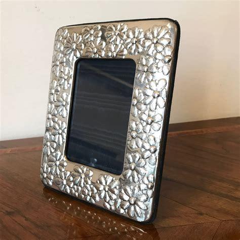 cornice in argento coppia di cornici portafoto in argento con margherite