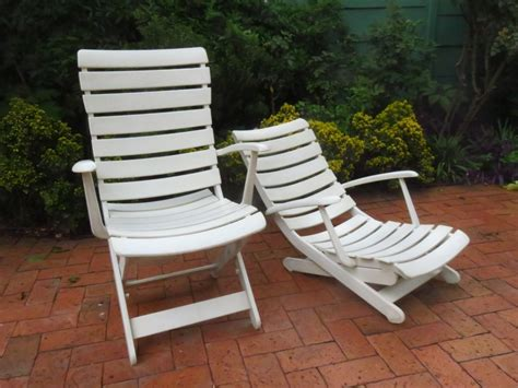 Reclining and folding patio chairs   Junk Mail