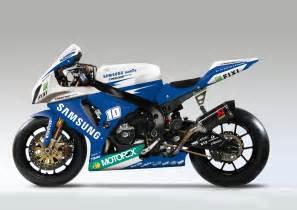 Suzuki Wsbk World Superbikes Suzuki Gsxr1100 Vs Aprilia Rsv4 Bike War