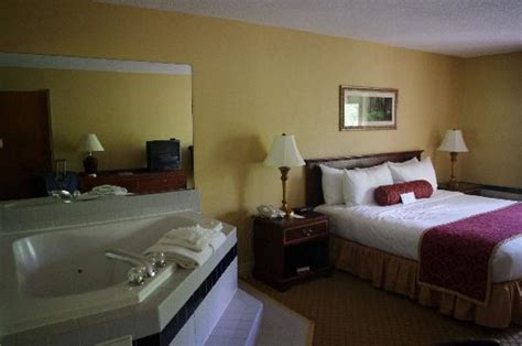 hotels in pigeon forge with tubs in room road hotel king room picture of road resort hotel pigeon forge