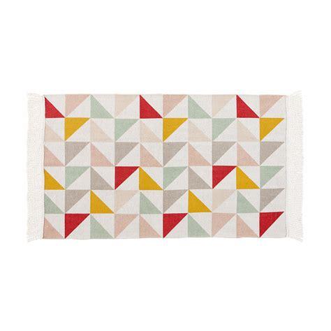 Beau Place Du Lit Dans Une Chambre #4: tapis-motif-triangles-en-coton-60-x-100-cm-lea-1000-9-1-159860_1.jpg