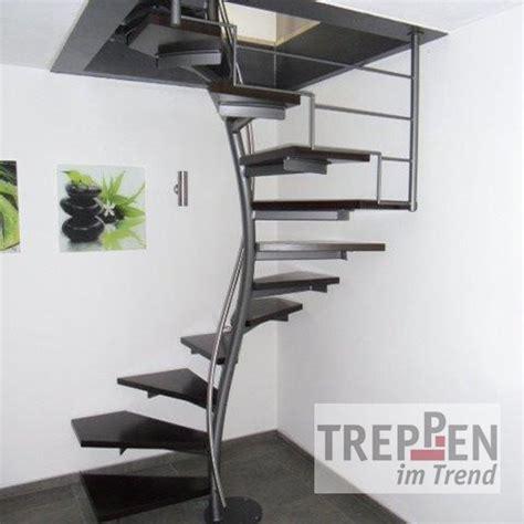 treppengeländer für raumspartreppe design treppe freistehend