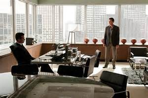 Desk L Harvey Specter Suits Inside Harvey Specter S Mind And Office Mesas The Office And You