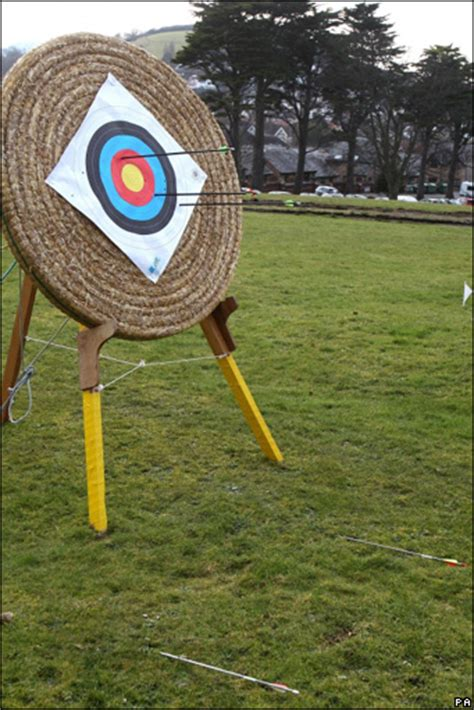 St Arrow Blin news in pictures prince william s blind archery lesson