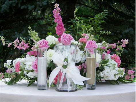 reception table flower arrangement with and