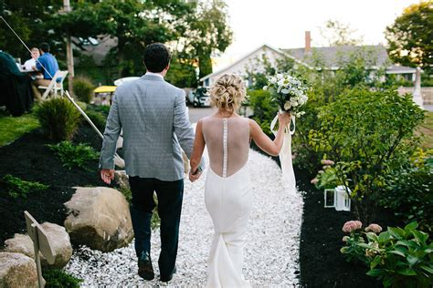 my backyard wedding your essential guide to planning a backyard wedding at home