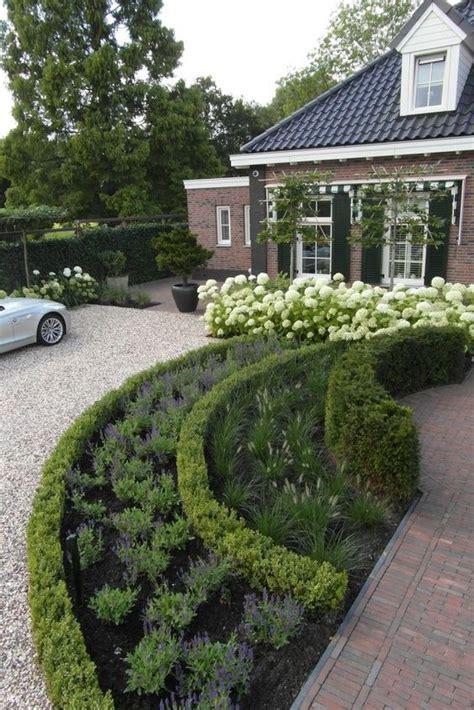 alley garden by fudge landscapes boxwoods afbeeldingsresultaat voor tuin met grind en buxus