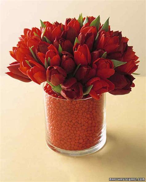 bocca di in vaso crea una griglia con il nastro adesivo sulla bocca di un