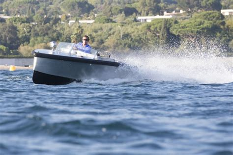 electric boat uses records resolutions bolt 18 uses centaur charger in a