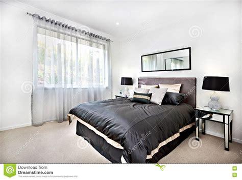 letto moderna da letto moderna con la decorazione nera e specchio