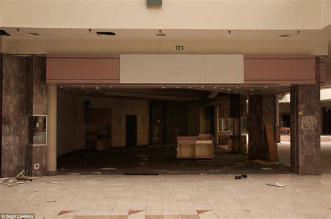 lincoln mall chicago seph lawless photographs show abandoned chicago lincoln