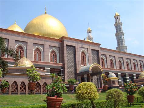 wallpaper masjid kubah emas cat masjid check out cat masjid cntravel