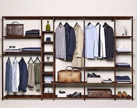 garde robe homme une garde robe ultra minimaliste avec seulement des