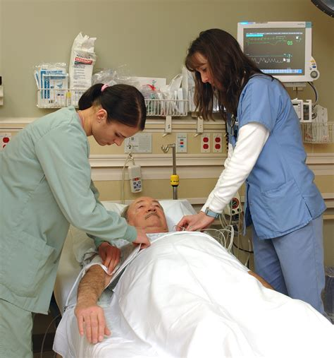 emergency room nurses emergency room www imgkid the image kid has it