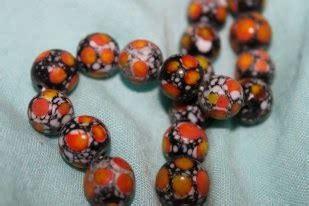 notes kanvas aksara borneo beads manik manik suku