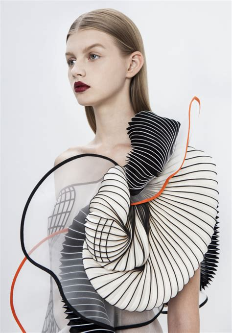 design clothes in real life hard copy 3d printed fashion collection by noa raviv