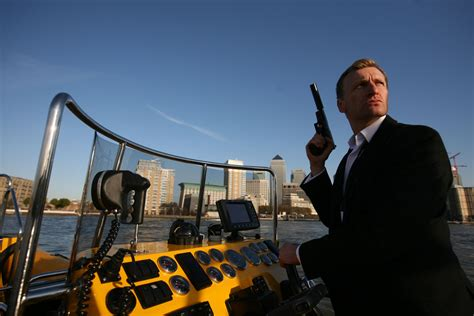 thames river cruise james bond thames speedboat tickets and information