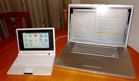 Komputer Macbook Pro file asus eee pc versus 17in macbook pro 1842304922 jpg wikimedia commons
