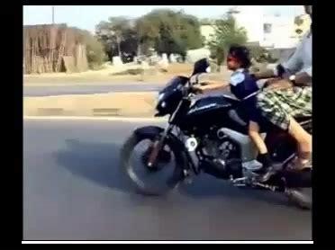 Kindermotorrad Video by Kindermotorrad Kleines M 228 Dchen 4 Jahre F 228 Hrt Motorrad