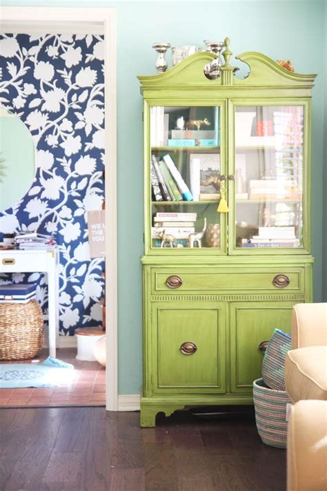 China Cabinet In Living Room | tips and tricks for styling your china cabinet