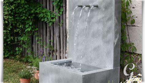 wandbrunnen modern zink garten springbrunnen tre brillare gartentraum de