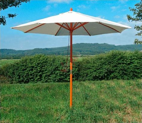 Parasol Bois Inclinable by Parasol En Bois Blanc Beige D 180 Une Envergure De 2 80 M