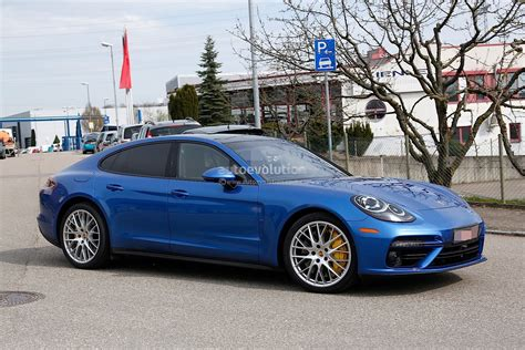 porsche panamera blue 2017 porsche panamera looks great in blue autoevolution