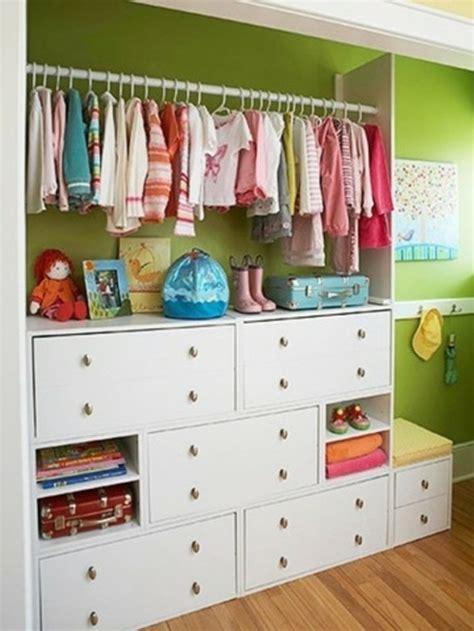 chambre bien rang馥 meuble de rangement 23 solutions pour chambre d enfants