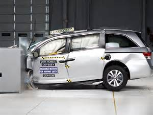 new car crash test ratings 2014 honda odyssey small overlap iihs crash test