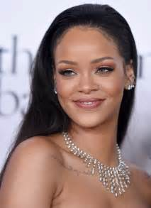 Rihanna Chandelier Rihanna Chandelier Necklace Rihanna Jewelry Looks Stylebistro