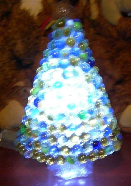 arbol de navidad de vasos de plástico la morenita lara arbol de navidad de plastico pet con canicas de vidrio