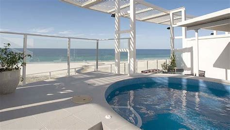 Kirra Surf Appartments by Kirra Surf Apartments The Standard