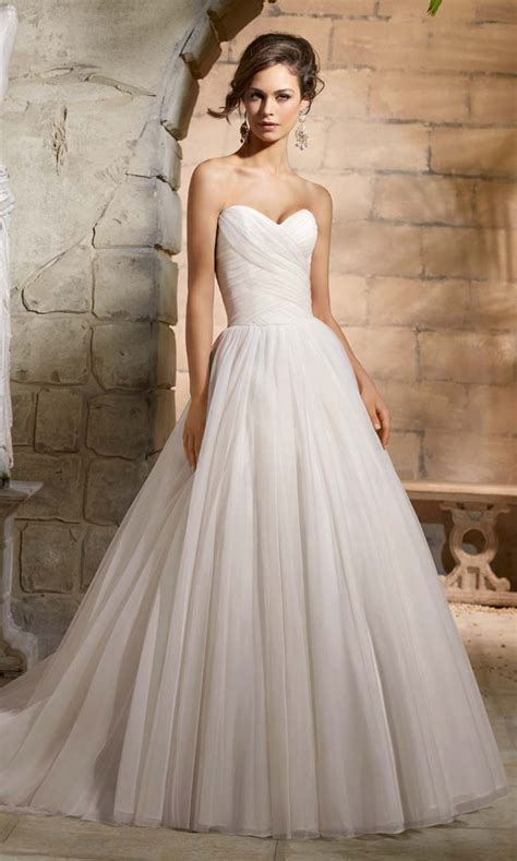 Brautkleider Modern by Simple Wedding Gowns For The Minimalist Modern Wedding