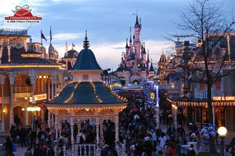 theme parks in paris disneyland paris photos by the theme park guy