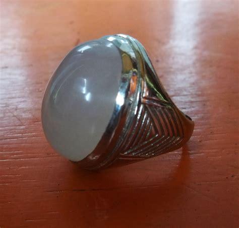 Gagang Cincin Batu Akik keelokan batu putih yang menawan hati