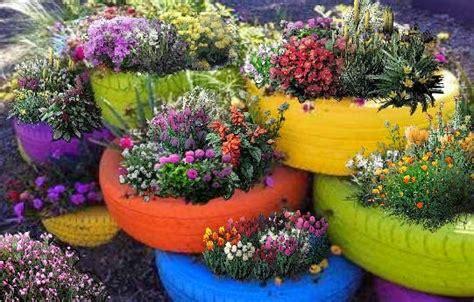 imagenes de jardines con reciclado macetas de llantas recicladas patios y jardines