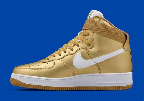 Sepatu Nike Air Flyknit High Premium Quality 1 nike air 1 high qs metallic gold sneakernews