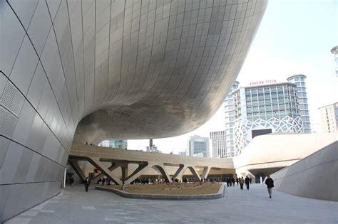 designboom zaha hadid zaha hadid adds to seoul s cityscape with ddp cultural