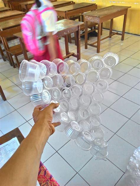 Alat Press Plastik Bekas mencoba kreasi lion dari bahan gelas plastik bekas