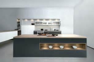 Beau Cuisine Bleue Et Blanche #7: Modele-de-cuisine-grise-meuble-cuisine-et-%C3%AElot-de-cuisine-couleur-gris-anthracite-plan-de-travail-en-bois-peinture-murale-et-carrelage-sol-gris-clair.jpg