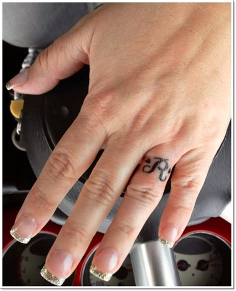 40 Ring Finger Tattoos Tattoos With The Letter R