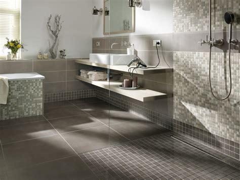 bodenfliesen badezimmer grau badezimmergestaltung in grau roomido