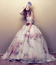 Brautkleid Farbig by Einzigartiges Brautkleid Farbig Mit Blumen Muster